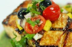 Saumons avec des myrtilles et des tomates-cerises Image libre de droits