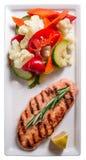 Saumons avec les légumes photo libre de droits