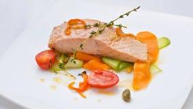 Saumons avec les légumes Image libre de droits