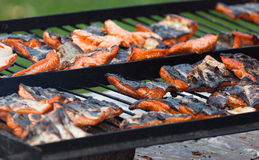 Saumons de gril de barbecue Images stock