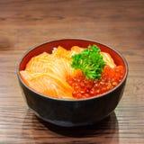 Saumons et Ikura Donburi Photographie stock libre de droits
