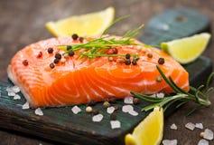Saumons frais Photographie stock libre de droits