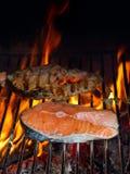 Saumons grillés photos stock