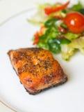 Saumons grillés avec des légumes Images libres de droits