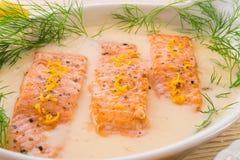 Saumons grillés avec l'aneth Image stock