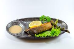 Saumons japonais de gril sur le fond blanc Images libres de droits