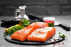 Saumons Poissons saumonés frais Filet de poissons saumoné cru photos libres de droits