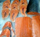Saumons rouges frais de poissons blancs de mer photo stock