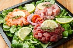 Saumons, thon et espadons tartares Photo stock