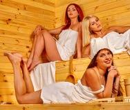 sauna друга ослабляя Стоковые Изображения RF