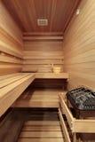Sauna avec les bancs boisés Images libres de droits