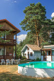 Sauna bij hun de zomerplattelandshuisje - buitenkant Stock Afbeeldingen
