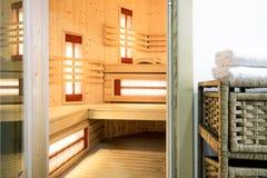 Sauna moderne dans la résidence photographie stock libre de droits