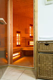 Sauna moderne dans un appartement de luxe images stock