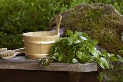 Sauna wischen und hölzerne Hülle Lizenzfreie Stockfotografie