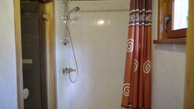 Sauna wnętrze - Relaksuje w gorącym sauna zdjęcie wideo