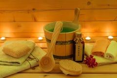 Sauna y accesorios de la sauna en la luz de una vela Foto de archivo libre de regalías