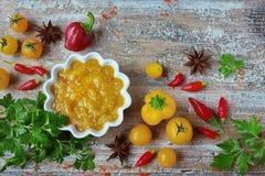 Saus gele kerrie met groenten Royalty-vrije Stock Foto