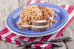 Sausage with baked beans on bread Royalty Free Stock Photos