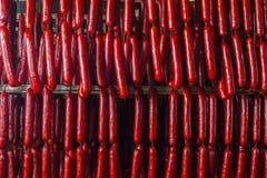sausage Linha de produção da salsicha Salsicha no contador para foto de stock royalty free