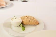 Sause och bröd som tjänas som för ett mål Arkivbilder
