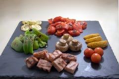 Sautéed asó a la parrilla verduras con la carne fotografía de archivo libre de regalías