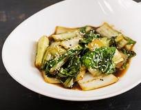 Sauté choy de légumes de Bok avec la sauce de soja et les graines de sésame images stock