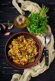 Sauté de Vegan des champignons, courgette Photo libre de droits