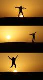 Saut au coucher du soleil Photographie stock libre de droits