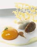 Saut d'oignon avec le jaune d'oeuf Photos stock