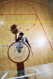 Saut de basket-ball Image stock