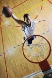 Saut de basket-ball Images libres de droits