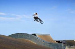 Saut de BMX Photo libre de droits