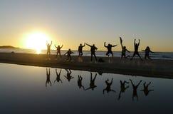 Saut de coucher du soleil à l'île de Stradbroke Photographie stock