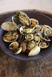 Saut de mollusques et crustacés avec des herbes Photographie stock