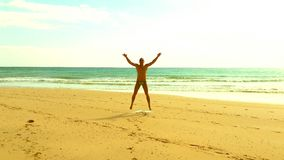 Saut de plage Image libre de droits