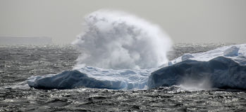 Saut de pression antarctique Images stock