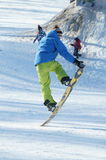 Saut de surf des neiges Photographie stock