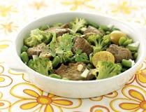 Saut de veau avec des broccolis Images libres de droits