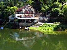 saut Suisse de retraite de la France de pêche de de le Doubs image stock