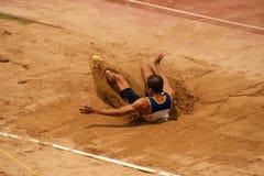 Saut triple dans le championnat sportif ouvert 2013 de la Thaïlande. Photos libres de droits