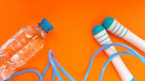Sauter de corde et forme physique de saut d'eau photo stock