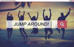 Sautez autour du concept joyeux d'amis de plaisir de partie de musique Images stock