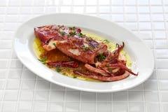 Sautierter Calamari mit Petersilie und Knoblauch, spanisches Tapaslebensmittel stockbild