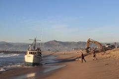 Sauvetage de bateau de pêche Photographie stock libre de droits