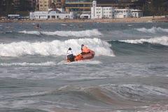 Sauvetage de vague déferlante Photographie stock libre de droits
