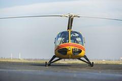 Sauvetage par hélicoptère, hélicoptère sur la piste photos libres de droits