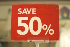 Sauvez le panneau rouge de signe de cinquante pour cent Photo libre de droits