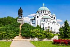 Sava Cathedral och Karadjordje staty royaltyfri fotografi