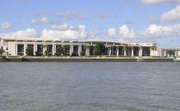 Savana, l'8 agosto: Commercio internazionale & Convention Center dalla savana in Georgia U.S.A. immagini stock